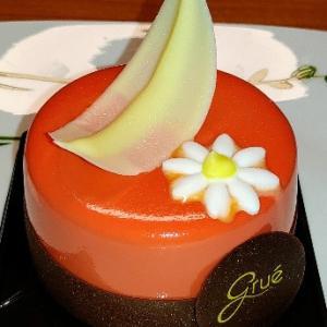 美しいムースケーキ☆見た目はオレンジっぽいけど味はフルーツ感のあるクリーム入りのムース★Gruè
