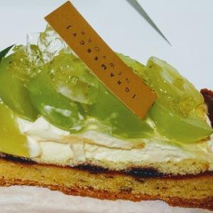 グラマシーニューヨークの季節のシャインマスカットのタルト♥大きい旬タルトケーキで思わずGETパン