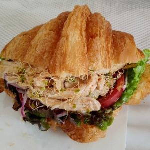 フランスリベルテの鶏のヨーグルトスパイスクロワッサンサンドイッチ♥チキンだけでも美味★
