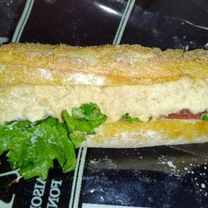 ポールのアンシェン・トン★フランス産小麦100%のフランスパンにツナサラダとレタスとトマトのツナ
