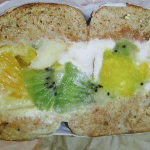 マルイチベーグルのフルーツベーグルサンド♥柑橘系フルーツとヨーグルトクリームであっさり頂けます。