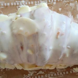 ゲベッケンのホワイトチョコクロワッサン♥大きい風味ないクロワッサンにホワイトチョコどっぷりで激甘
