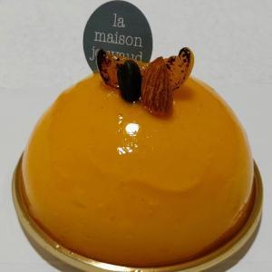 ラ・メゾン・ジュヴォーのプチロゼ(アプリコットのムースケーキ♥酸味を生かしたアプリコットムース☆