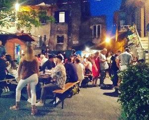 夏フェスタでディナーも(^^)メインは羊肉、味はどれも濃いけど、たくさんの知りあいや親戚と参加し
