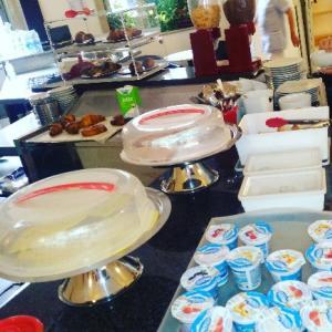 ホテルブレックファスト。クロワッサンの種類が多くて嬉しい。美味しかった❤朝食