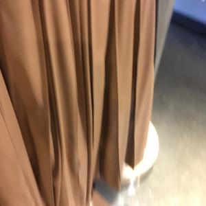 フィイクレザープリーツ風スカート