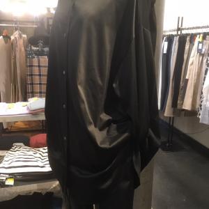 ブーツスタイルのププラシャツ秋コーデ