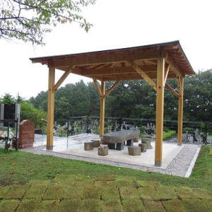 雨の公園墓地散策