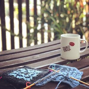 医療関係、介護職の方のご参加も多い平日編み物教室