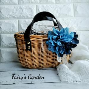シンプルなバッグがコサージュで変身!