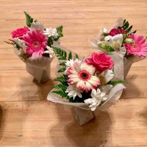発表会舞台花 ~小さなアレンジメントで舞台がお花畑に!