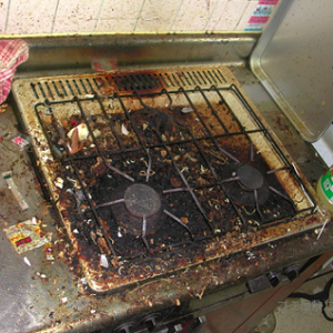 キッチンのしつこい油汚れもここまで綺麗にすることができる