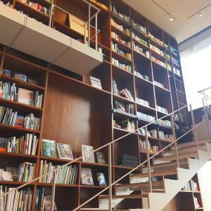 宿泊先は話題の箱根のブックホテル