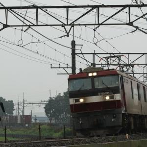 貨物列車を撮影。