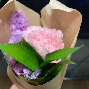 旅から帰ってきたらポストにお花が⁉️