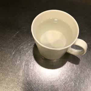 白湯飲みながら