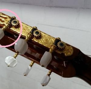 『お父さん愛用ギターの修理』の巻♪