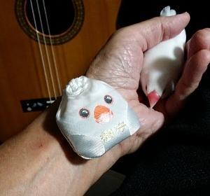 『「文鳥の日」に、お守り+ギター』の巻♪