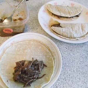 Shredded Elk Enchilada Mexican Plateと日清カップヌードル