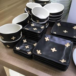 【セリア】クロスモチーフ食器とボーダーのカトラリー