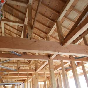 木組み。平屋の屋根の裏側