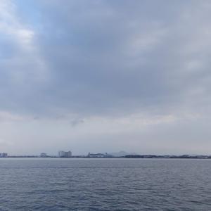 12月12日の琵琶湖 冬の風はやっぱり寒いですね。