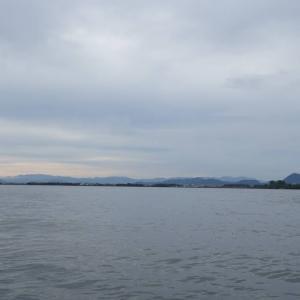 7月3日の琵琶湖 雨降ってきました。