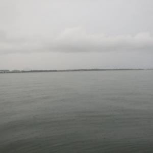 10月17日の琵琶湖 晩秋の寒さ、冷たい雨。
