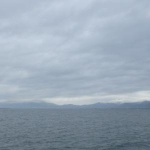 5月13日の琵琶湖 今日も朝から寒かった。