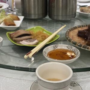 デモ続く香港で飲茶^ - ^