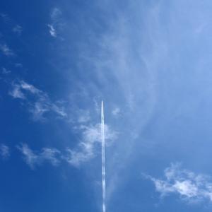 4月12日、飛行機雲を撮る