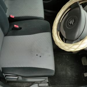 ワゴンRの布シートコゲ穴
