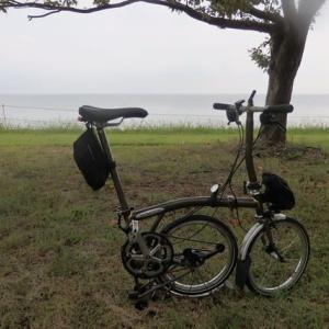 ブロンプトンで早朝ポタリング・・・曇天ですが、琵琶湖岸を長浜まで走りました。