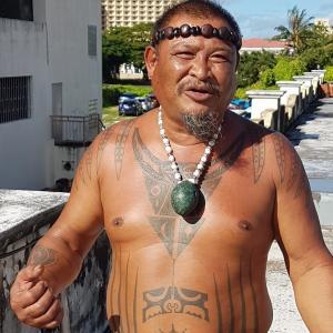 彼らのタトゥーは、文字であり、書物であり、歴史であり、その種族に書かれて初めて意味をなす。