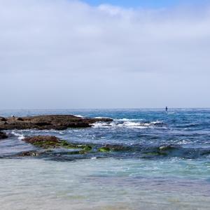 浅瀬のビーチ