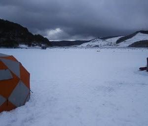 岩洞湖!初氷上釣り!