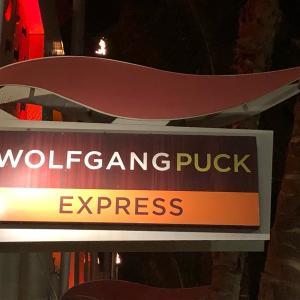 「ウルフギャングステーキハウス」と「ウルフギャング パック エクスプレス」