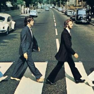 ビートルズが英チャート1位!