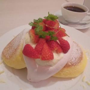 イチゴたっぷりの幸せパンケーキ♪~幸せのパンケーキ