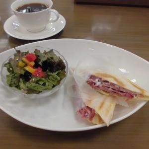 パストラミビーフとチーズのホットサンドイッチ♪~UCCブックス&カフェ