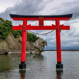 瓶子岩と鳥居【北海道江差町】