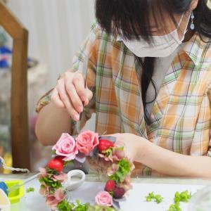 プリザーブドフラワー教室神戸 イチゴが可愛いプリザーブドフラワーリース