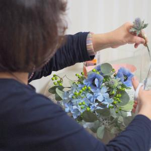 初夏気分のブルーのお花で作る爽やかスワッグ|アーティフィシャルフラワーレッスン 神戸