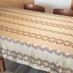 新しいテーブルクロスとランナー♪