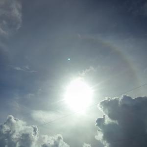 太陽の周りに虹