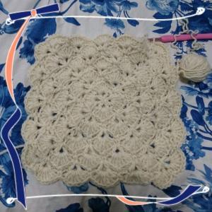 モヤモヤが一瞬で解決し、また編み散らかし中。