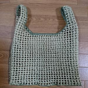 方眼編みのエコバッグ。