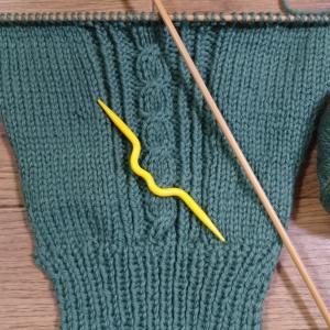オリンピックを見ながら編み物。