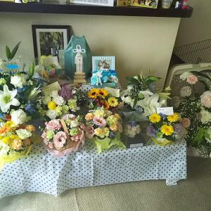 沢山のお花と贈り物