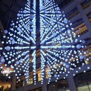 東京駅 KITTE クリスマスツリー 点描